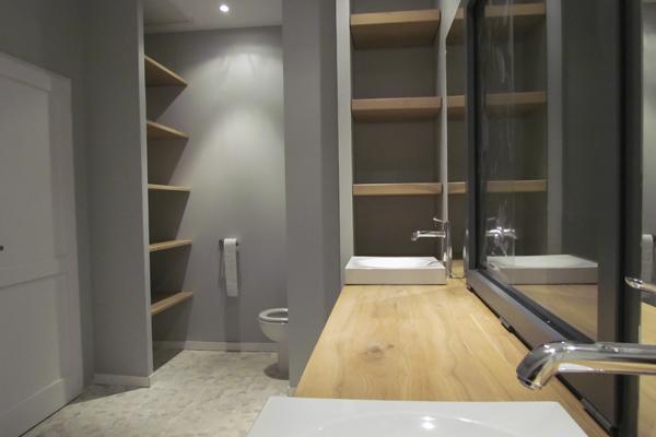 B nisterie muret agencement int rieur bois Beton lisse salle de bain